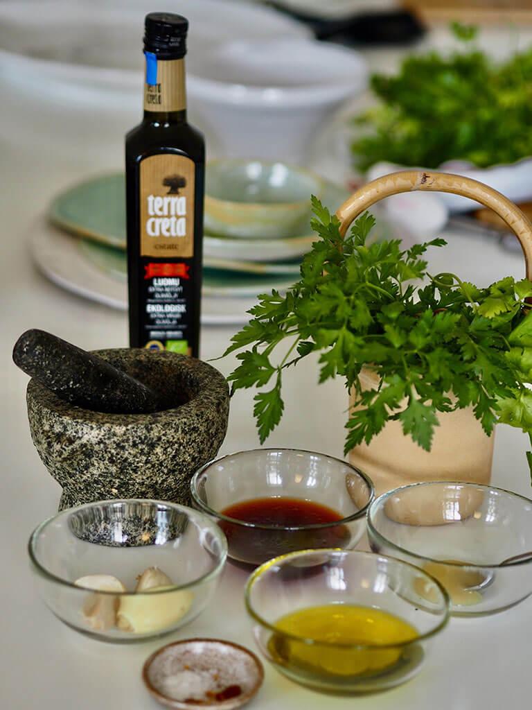 Chimichurri raaka-aineet ja Terra Creta -oliiviöljy