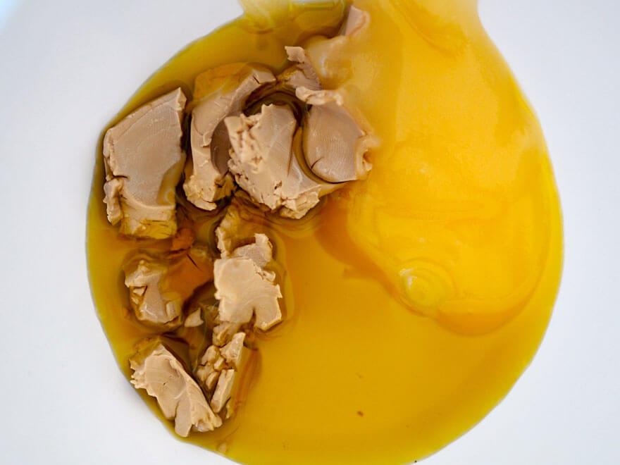 Kaurakakkusten raaka-aineita kulhossa