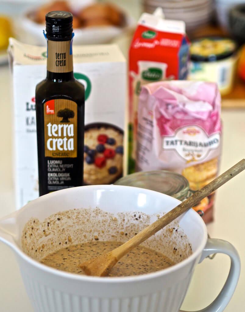 Kaurakakkusten taikina sekä Terra Creta -oliiviöljy